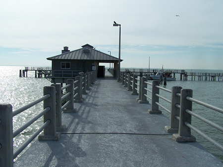 Fishing piers fort desoto county park bay pier for Fort desoto fishing pier